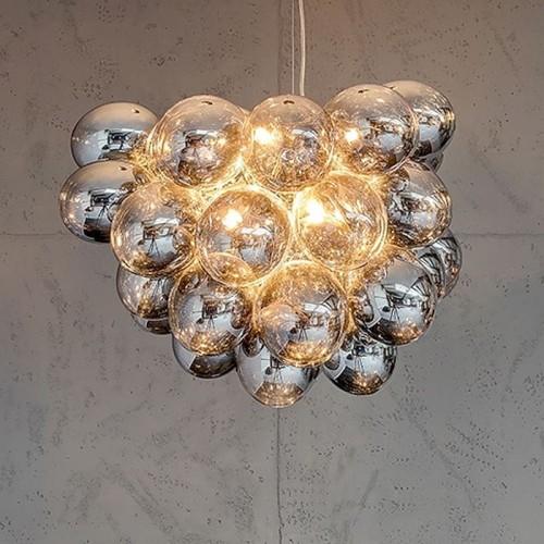 czarne metaliczno-szklane lampy do salonu